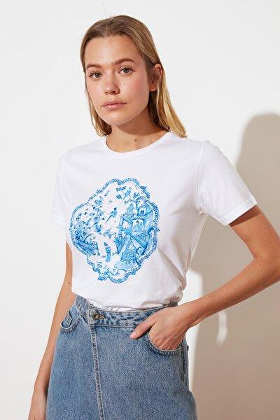 Beyaz Baskılı Crop Örme T-Shirt TWOSS21TS2700