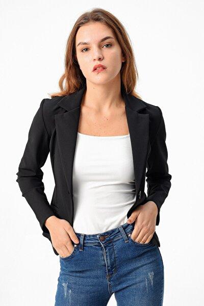 Kadın Siyah Cepli Düğmeli Uzun Kol Mono Blazer Ceket