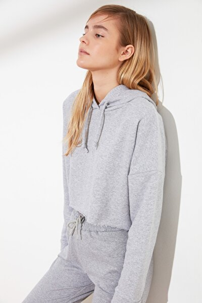Gri Kapüşonlu Crop Örme Sweatshirt TWOAW20SW0144
