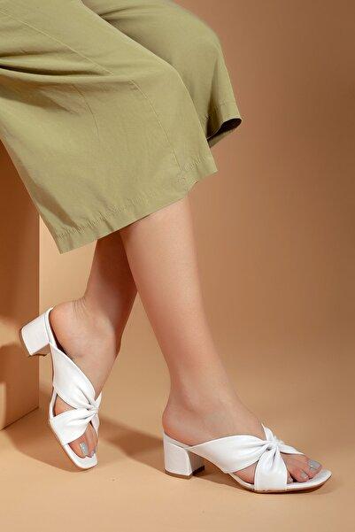 Kadın Beyaz Klasik Topuklu Terlik D0226