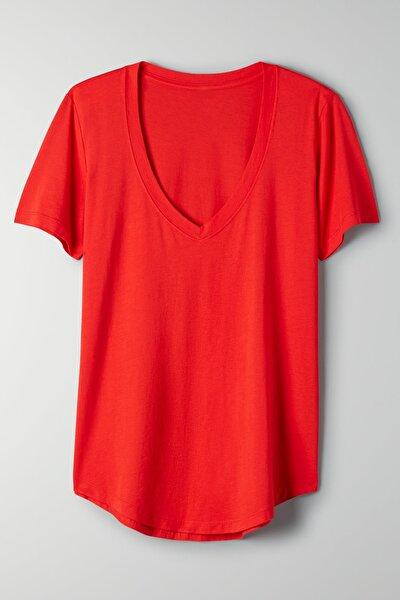 Kadın Kırmızı V Yaka Oversize Classic Bluz Yuvarlak Detay Kısa Kol Tişört