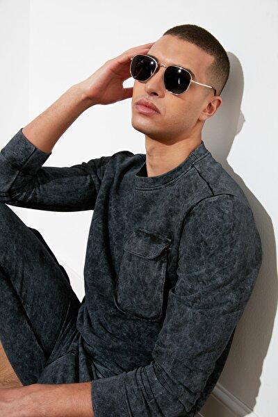 Siyah Erkek Cep Detaylı Regular Fit Sweatshirt TMNAW21SW1310