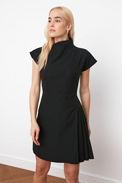 Siyah Pilise Detaylı Elbise TWOSS21EL0321
