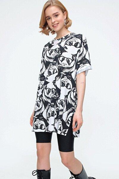 Kadın Beyaz Panda Oversize Yırtmaçlı Kısa Kollu Tişört