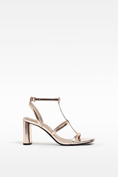 Kadın Altın Metalik Topuklu Ince Bantlı Sandalet