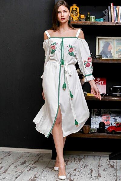Kadın Beyaz Carmen Yaka Gül Nakışlı Şeritli Püsküllü Kuşaklı Askılı Dokuma Elbise M10160000EL95875