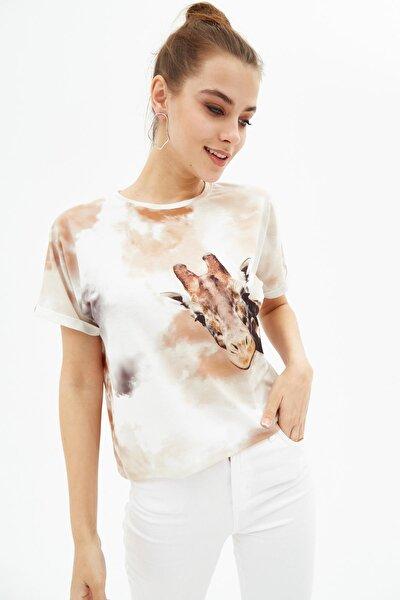 Kadın Bej Kısa Kollu Batik Desenli Tişört P21s201-2195