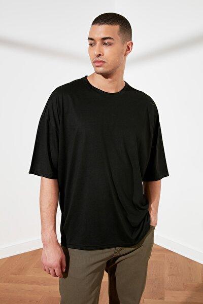 Siyah Basic Erkek Oversize Bisiklet Yaka Kısa Kollu T-Shirt TMNSS21TS0811