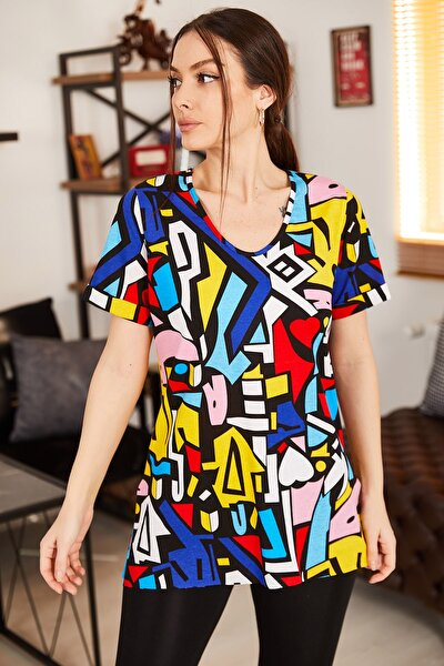 Kadın Renkli Geometrik Desen V Yaka Yanı Yırtmaçlı T-Shirt ARM-21K001120