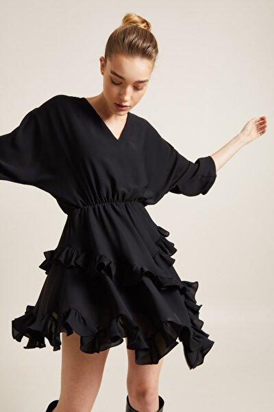 Kadın Siyah Beli Lastikli Volanlı Elbise