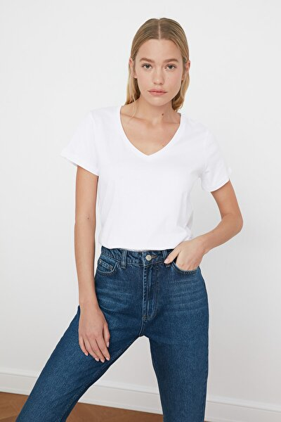 Beyaz V Yaka Basic %100 Pamuk  Örme T-Shirt TWOSS20TS0129