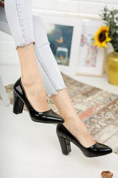 Kadın Siyah Rugan Yüksek Kalın Topuklu Ayakkabı