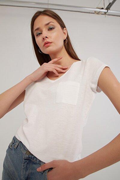 Kadın Beyaz V Yaka Cep Detaylı T-shirt