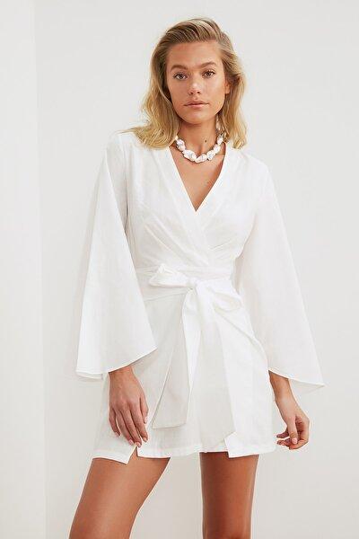 Beyaz Bağlama Detaylı Keten Görünümlü Plaj Elbisesi TBESS21EL3208