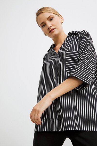 Kadın Siyah Düğmeli Cepli Çizgili Gömlek