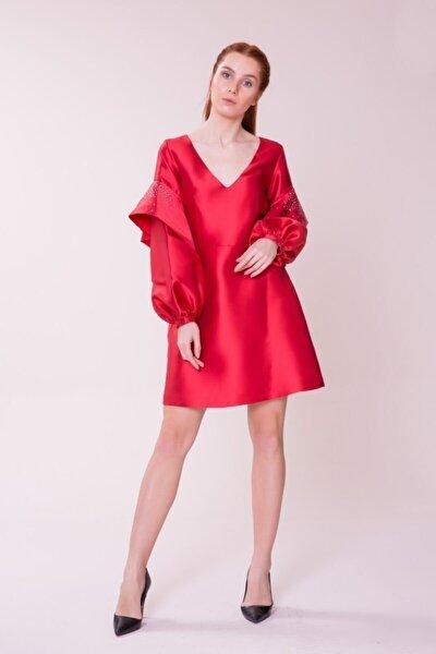 Kol Detaylı Kırmızı Mini Elbise