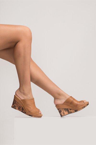 Kadın Dolgu Topuk Sandalet Taba