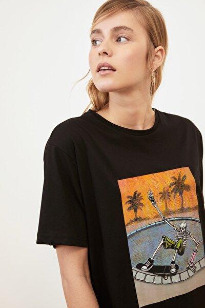 Siyah Baskılı Boyfriend Örme T-Shirt TWOSS21TS0677