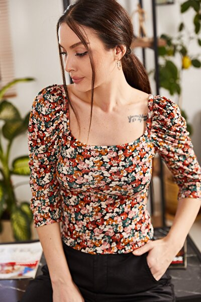 Kadın Renkli Küçük Çiçek Desen Kare Yaka Karpuz Kol Bluz ARM-21K001125