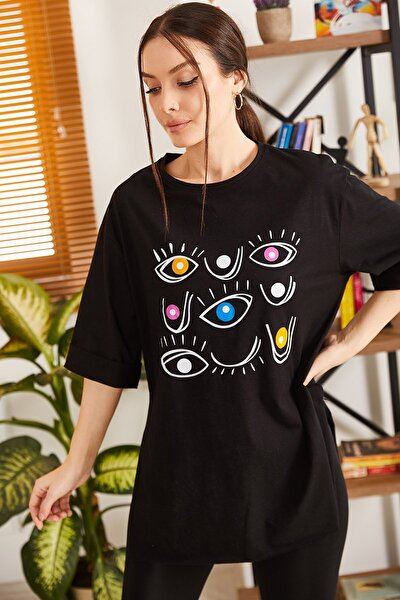 Kadın Siyah Göz Baskılı Yuvarlak Yaka Yanı Yırtmaçlı T-Shirt ARM-21K012025
