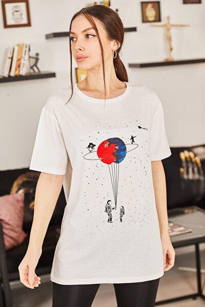 Kadın Kırık Beyaz Satürn Baskılı T-Shirt ARM-20Y012007