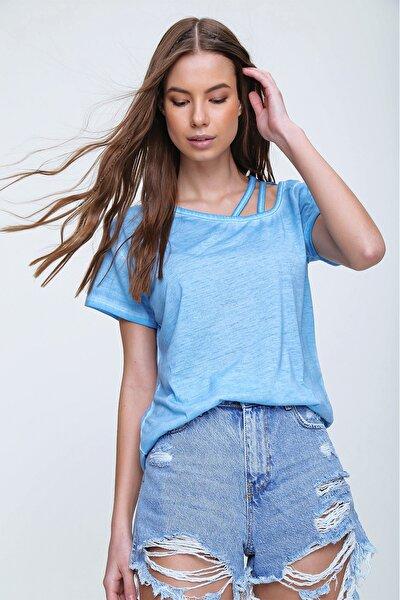 Kadın Mavi Askı Detaylı Yıkamalı T-Shirt MDA-1124