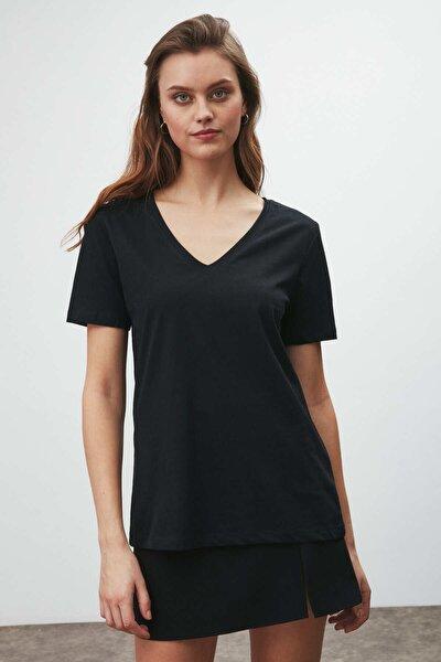 Vıolet Kadın Siyah Comfort Fit V Yaka Kısa Kollu T-shirt