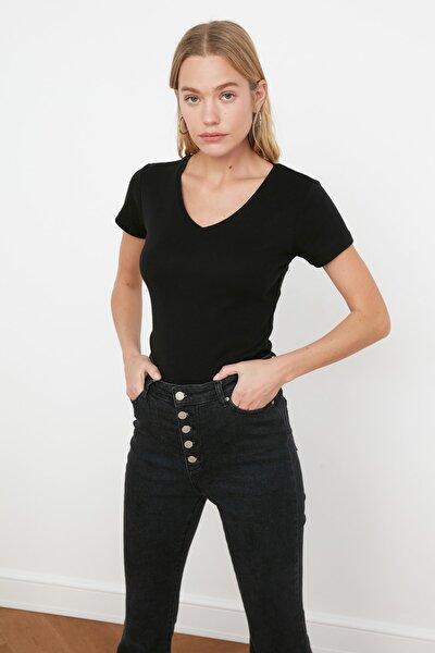 Siyah %100 Pamuk Ribana V Yaka Slimfit Örme T-Shirt TWOSS20TS0130