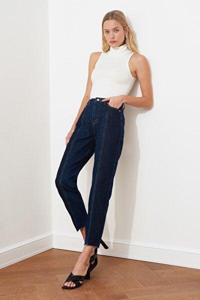 Koyu Mavi Blok Yıkama Detaylı Yüksek Bel Mom Jeans TWOAW20JE0109