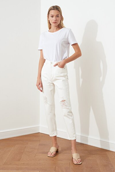 Beyaz Yırtık Detaylı Yüksek Bel Mom Jeans TWOSS20JE0437