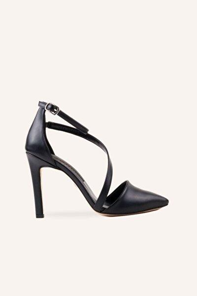 Siyah Bantlı Topuklu Ayakkabı