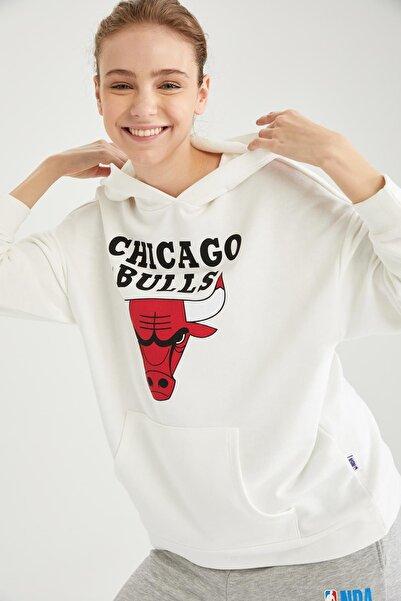 Kadın NBA Lisanslı Kapüşonlu Kanguru Cepli Oversize Sweatshirt T5350AZ21SP