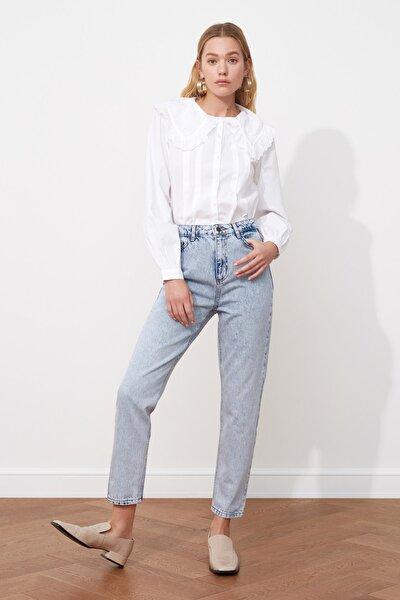 Açık Mavi Yıkama Efektli Yüksek Bel Mom Jeans TWOSS21JE0028