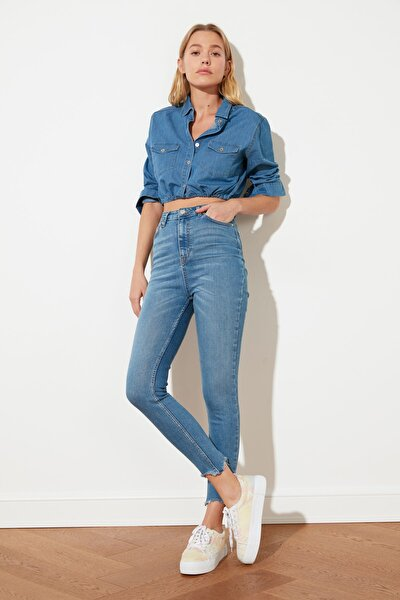 Mavi Paçası Yırtıklı Yüksek Bel Skinny Jeans TWOSS21JE0348