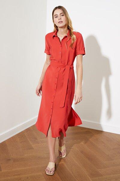 Kırmızı Kuşaklı Gömlek Elbise TWOSS21EL0627