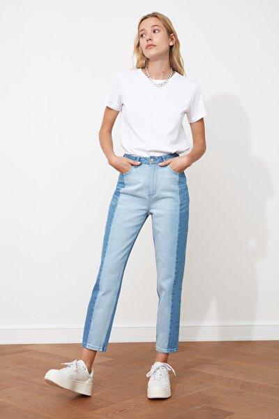 Açık Mavi Bloklu Yüksek Bel Mom Jeans TWOSS20JE0080