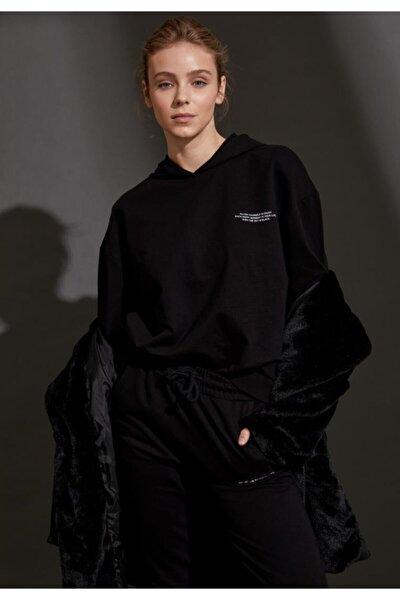 Kadın Siyah Organik Pamuklu Yazı Baskılı Kapüşonlu Sweatshirt S1114AZ20AU