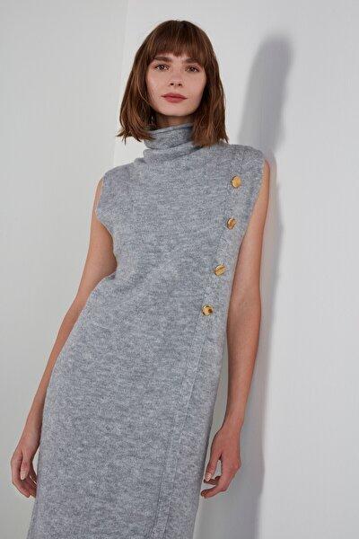 Düğmeli Kolsuz Degaje Yaka Triko Elbise - Gri