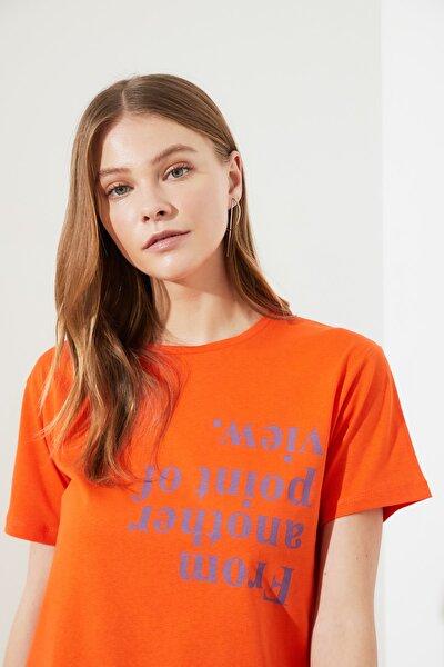 Turuncu Semi-Fitted Baskılı Örme T-Shirt TWOSS20TS0572
