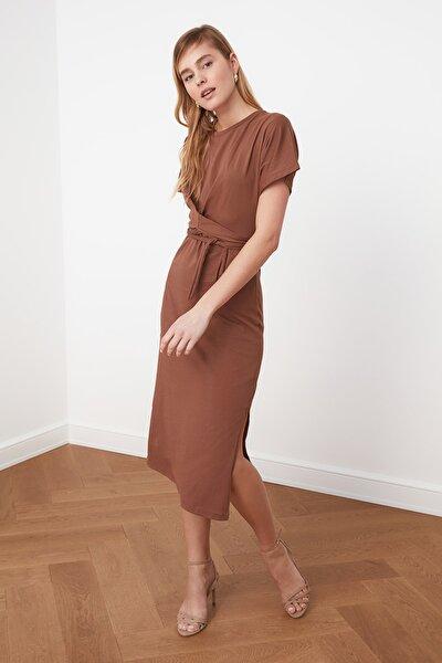 Kahverengi Yırtmaç Detaylı Örme Elbise TWOSS21EL0404