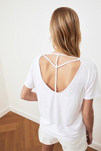 Beyaz Biye Detaylı Basic Örme T-Shirt TWOSS20TS0881