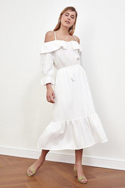 Beyaz Karmen Yaka Elbise TWOSS21EL1432