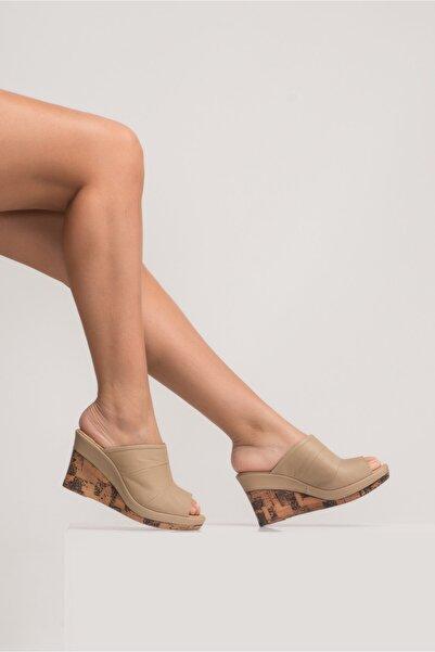 Kadın Dolgu Topuk Sandalet