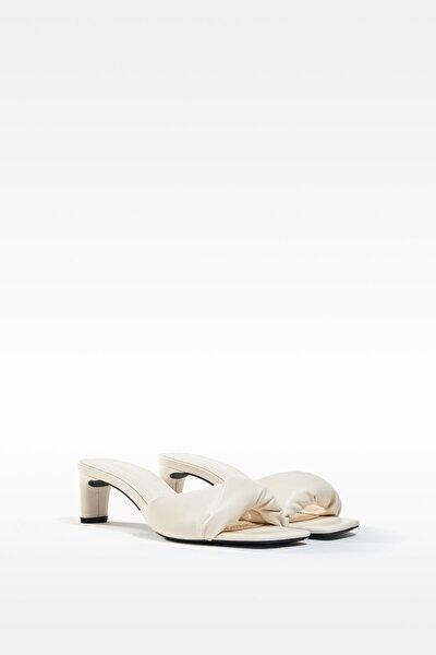 Kadın  Ekru Dolgulu Bantlı Topuklu Sandalet