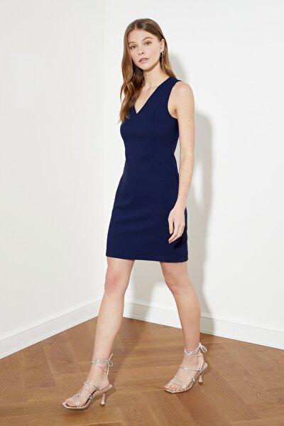 Lacivert V Yaka Basic Elbise TWOSS19AA0064