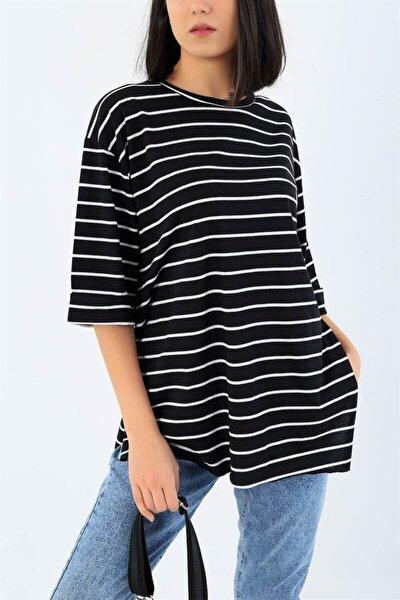 Kadın Siyah Beyaz Çizgili Yanları Yırtmaçlı T-shirt