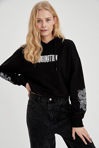 Kadın Siyah Kapüşonlu Baskılı Crop Sweatshirt T2881AZ20WN