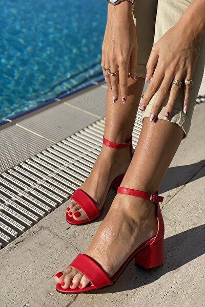 KadınTek Bant Bilekli Topuklu Ayakkabı