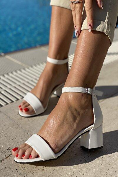 Kadın Beyaz Tek Bant Bilekli Topuklu Ayakkabı