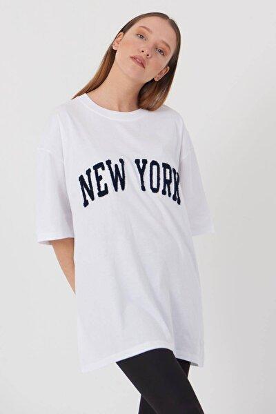 Kadın Beyaz New York Yazılı T-Shirt P9358 - W11 Adx-0000021270